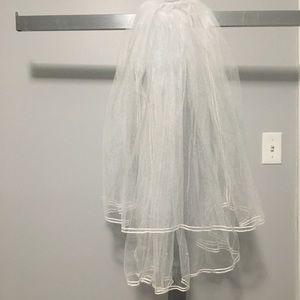 🎁 White Two Tier veil